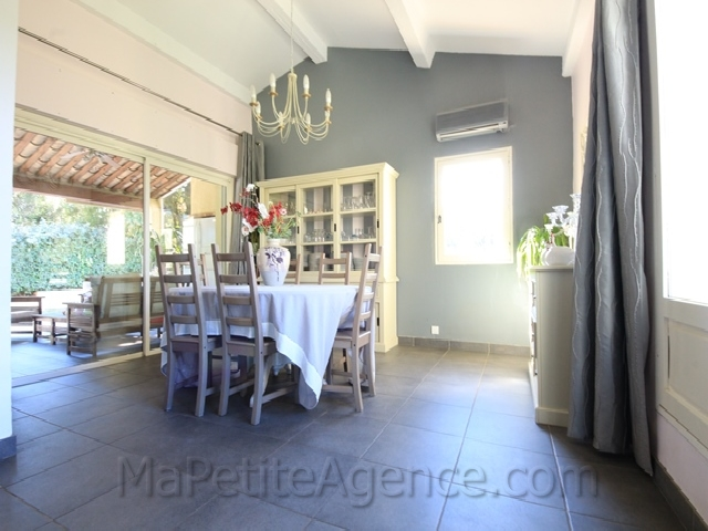 vente villa var la londe les maures entre particuliers 295. Black Bedroom Furniture Sets. Home Design Ideas